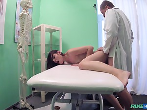Jessic gets fucked by hard doctor's penis on along to hospital's bed