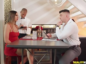 Stunning girl Desiree Dulce gets her cunt pleased like never vanguard
