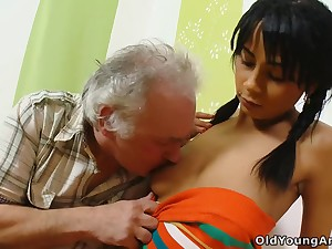 Pater helps naughty brunette Kim with car with an increment of gets paid with nice BJ