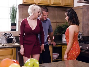 Mr Big flaxen-haired housewife Dee Williams loves having crazy steamy MFF threesome
