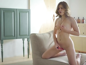 Alluring babe slides whole toy up the shaved cunt