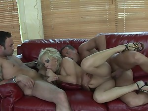 Husband coupled with his stroke friend prosperity his slutty blonde wife Britney