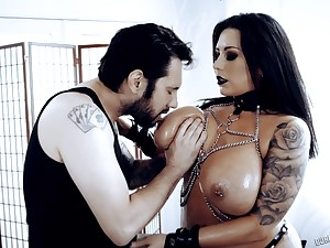 Busty brunette MILF Sheridan Love goes Gothic coupled with enjoys hard doggy fuck
