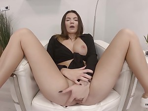 Sweet solo doll amazes with how good she finger fucks