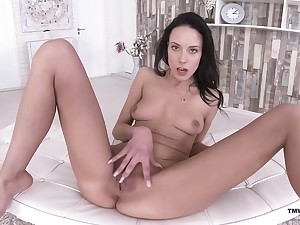 Solo brunette amazes in the matter of how soft she can handles her snatch